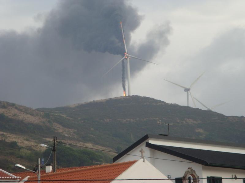Incendio em Aerogerador no Parque Eólico Catefica da Gamesa