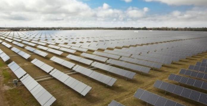 parque-solar-na-florida-com-sistema-de-rastreamento-solar