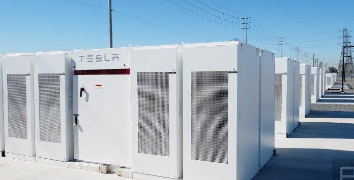Elon Musk revela que a Tesla lançará gigabateria com capacidade superior a 1GWh