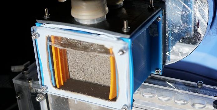 dispositivo que produz combustível a partir de luz solar, dióxido de carbono e água