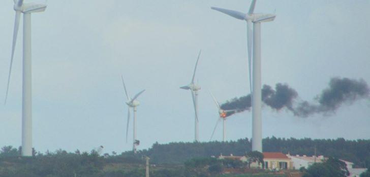 incendio-aerogerador-parque-eolico-raposeira