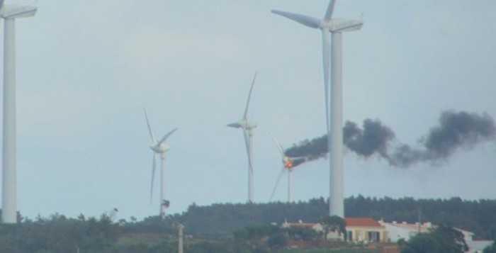 incendio-parque-eolico-raposeira