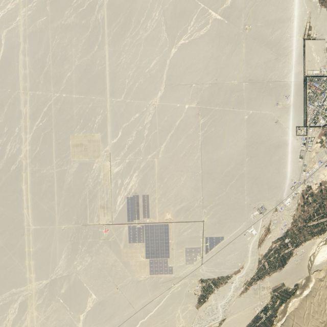 Imagens Nasa do ano de 2012 - Central Energia Solar Deserto de Gobi