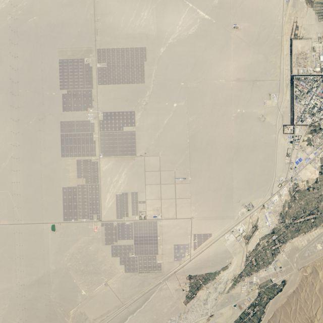 Imagens Nasa do ano de 2013 - Central Energia Solar Deserto de Gobi
