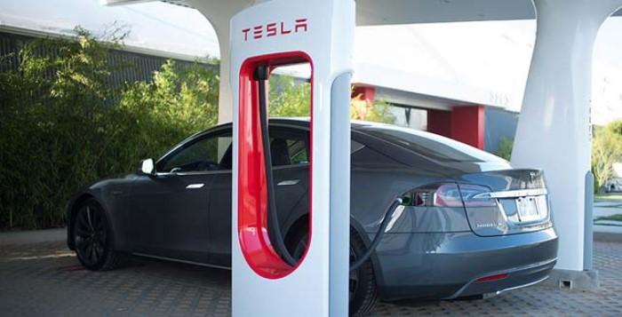 Unidade Tesla para carregamento de carros elétricos