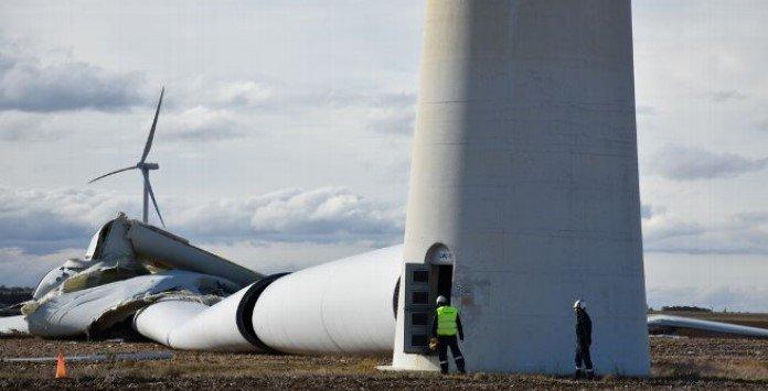 Destroços da queda de turbina eólica - França