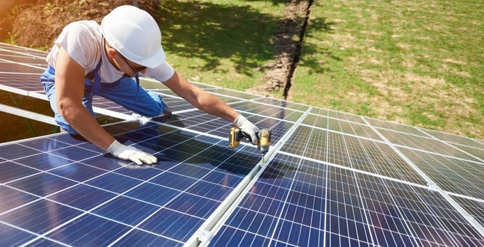 Taxa sobre energia solar fotovoltaica